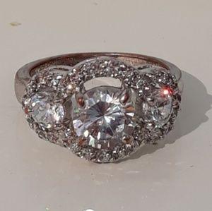 Vintage Ring 3-Stone Cluster